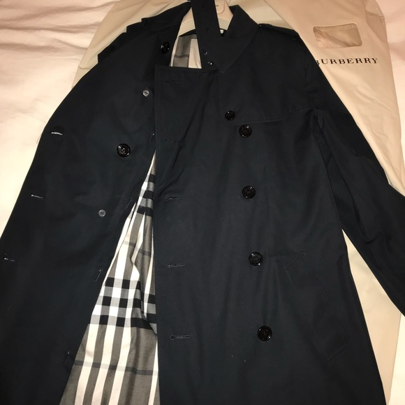 685c5d0665e ... Trench Coat with Removable lining. Burberry.  M 5a696dc7caab4403dc68d793. M 5a696dd231a376968da2b15a.  M 5a696dca72ea88215ecc8a35